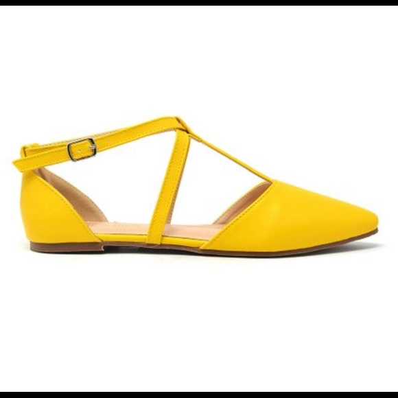 Chase + Chloe Shoes - ⭐️ Yellow Strappy  Flat - Women